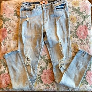 Pink Lily boutique Claire light wash distressed 9